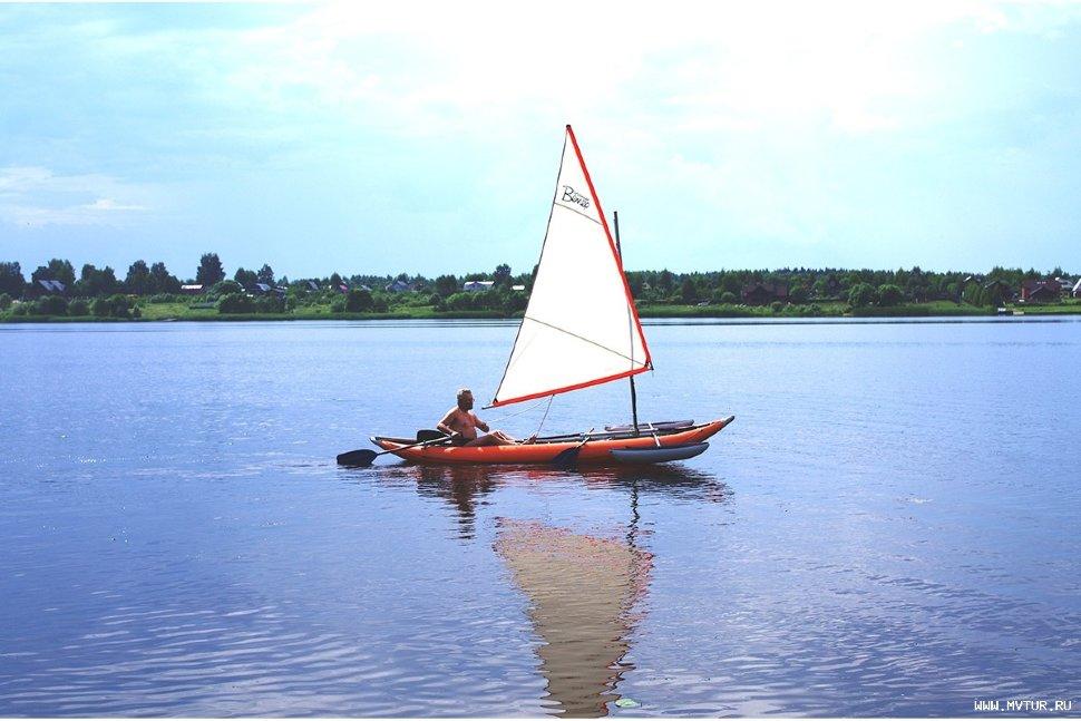 на лодке против ветра